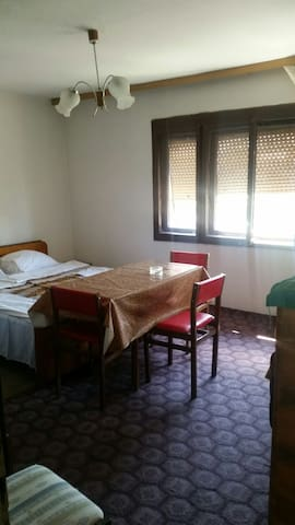 Room in Centar with private parking - Ohrid - House