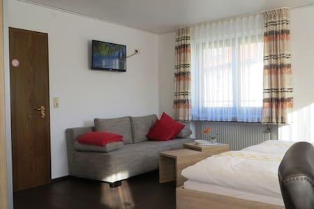Pension Leppert (Bischofsgrün), Modernes Appartement für 2 bis 3 Personen mit Balkon und Küchenzeile