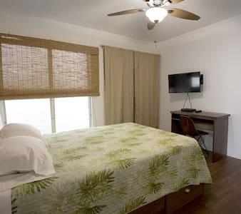 Queen size room E, shared bathroom - Wahiawa