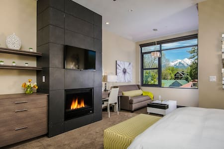 Beautiful Rooms inside with beautiful views outside!
