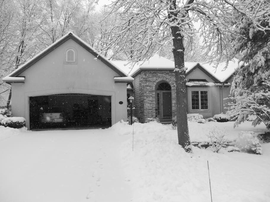Villa in The Winter / We Shovel The Show!