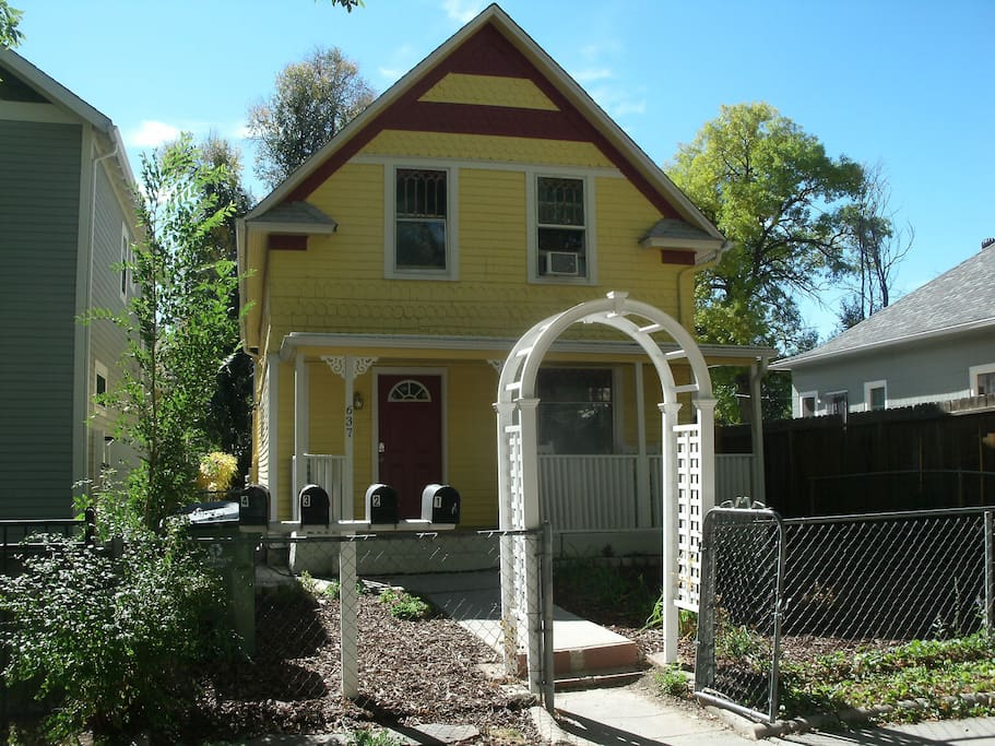Charming 1 bedroom victorian near downtown cc apartments for rent in colorado springs for One bedroom apartments colorado springs