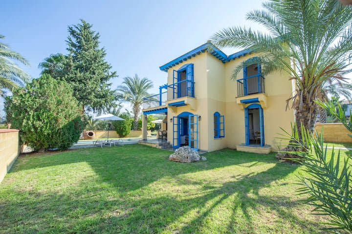 Villa ARTEMIS, with pool, steps from the beach