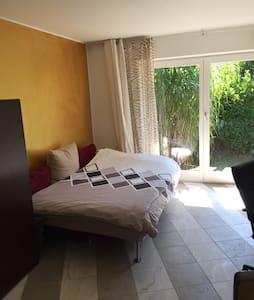 Wunderschönes helles Zimmer mit Bad - Casa