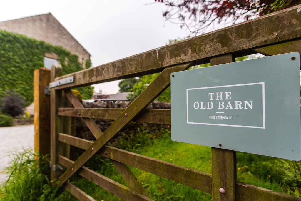 Welcome to The Old Barn B&B, a beautiful 18th century building in the centre of the Peak District.