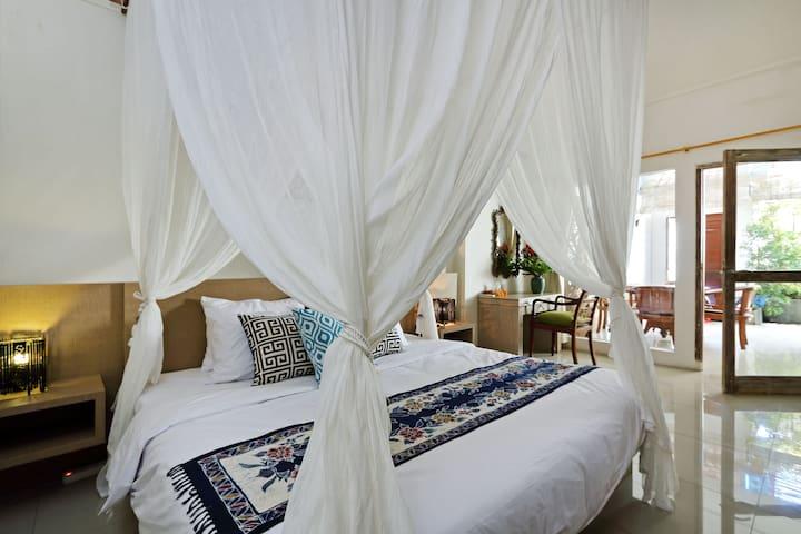 Charming, Cozy, Central Seminyak - 1 Bedroom Villa