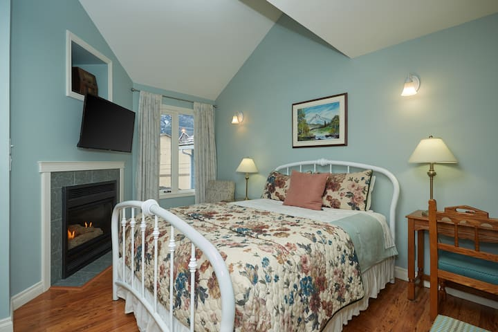 Temple Family Bedroom Suite