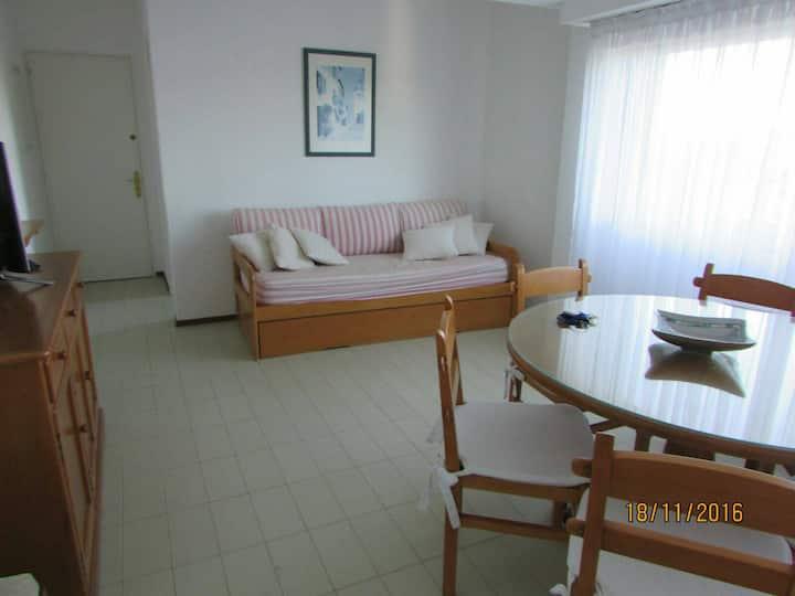 Apartamento con piscina y cercano a la playa