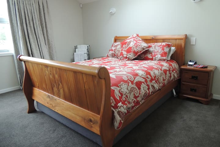 """Queen size bed with electric blanket and skylight above bed for """"star watchers"""""""