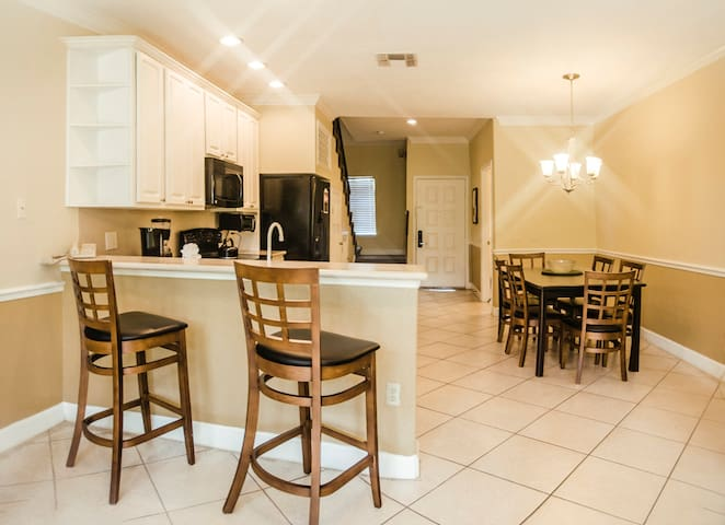 Townhouse 2-Bed/2.5-Bath Near Universal & SeaWorld
