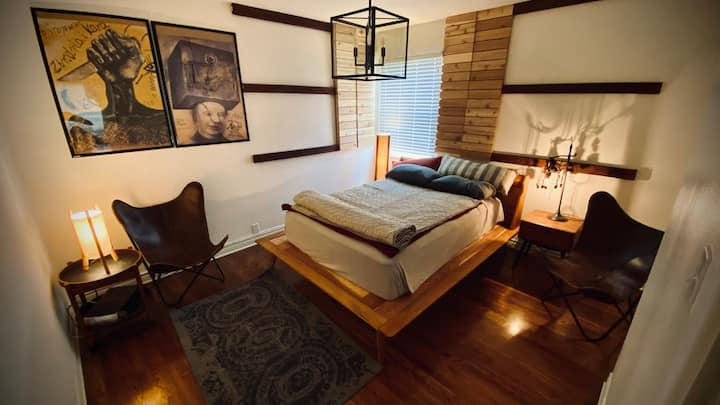Private Suite with Living Room/kitchenette