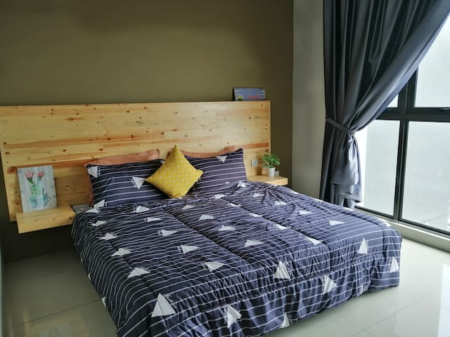 Master Room- King Bed
