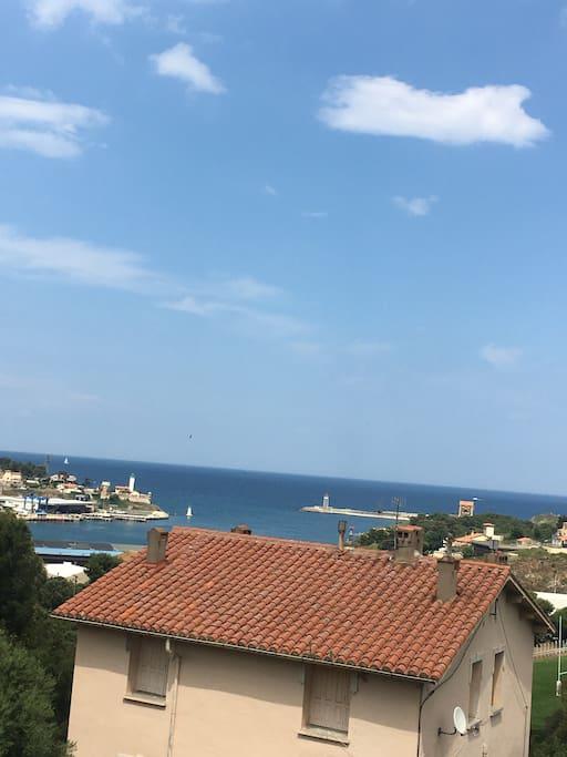 Vue de la terrasse et le port à 5 mn à pieds