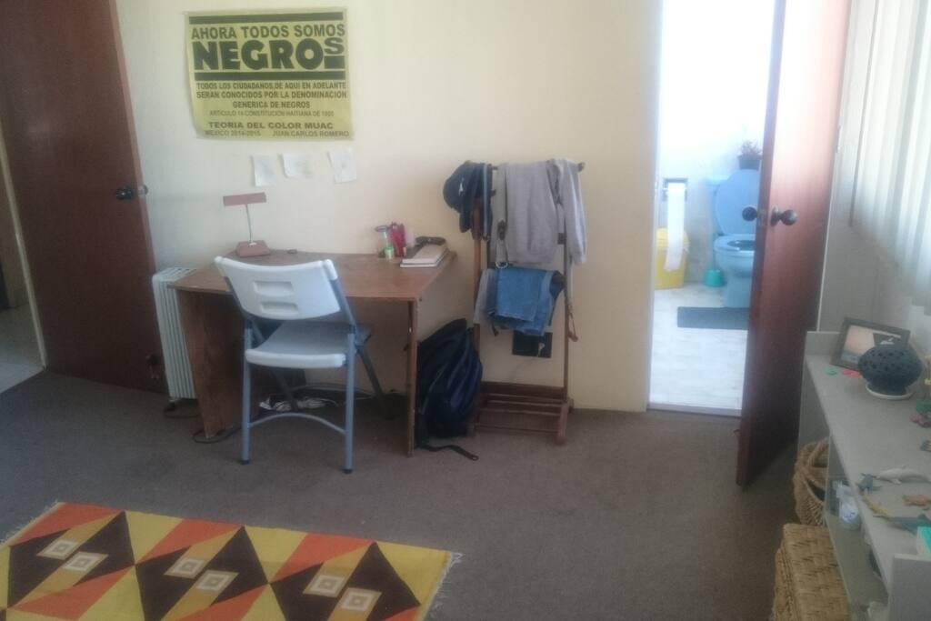 escritorio y baño