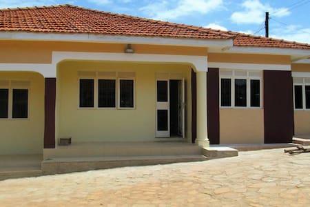 Chelsea Vacation Rentals Property No: UACVR001 - Kampala - Ház