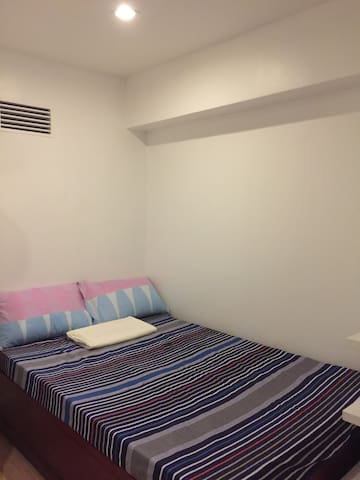 12B-Rm2  DOUBLE ROOM  EDSA GMA MRT Condo WiFi  A/C - Quezon City - Wohnung