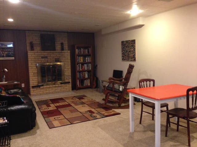 Comfortable basement apartment - Portland - Hus