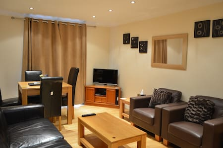 2 Bed Apartment Close to Town Center - Newbury - 아파트