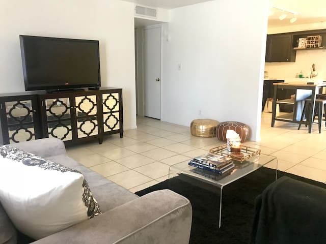Private Room - Steps to Downtown Phoenix!