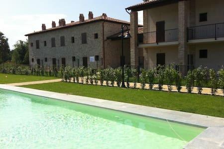 Villetta in pietra con giardino - Agazzano