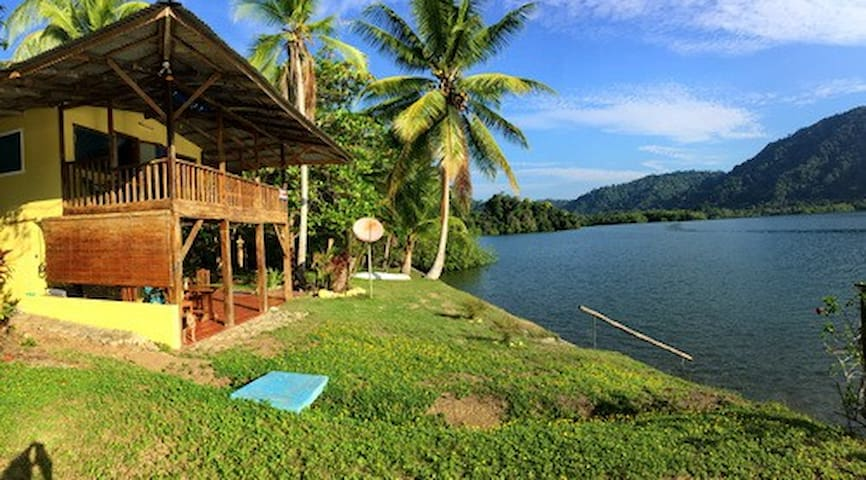 Waterfront Remote 'n Rustic Jungle Paradise
