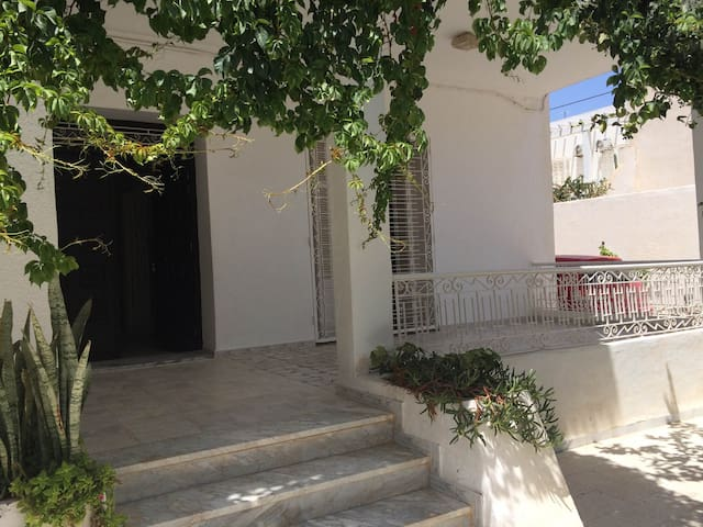 RDC villa Sousse Khezema - Sousse - House