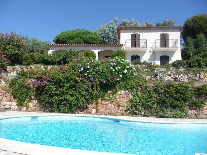 Antibes, beautiful sea view, private pool