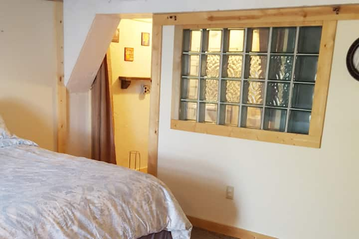 Cozy King Suite In The Historic Flour Mill