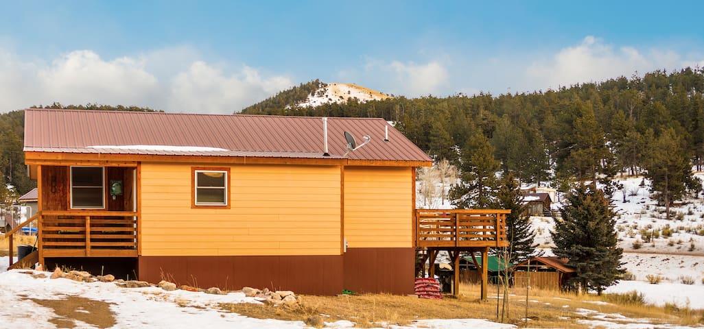 Cabin w Mountain Views, Star Gazing & Wildlife!