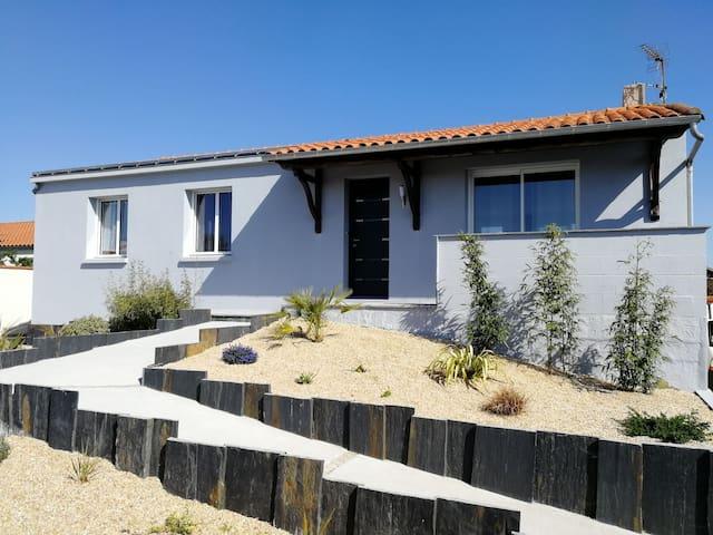 maison lumineuse les herbiers proche puy du fou maisons louer les herbiers pays de la. Black Bedroom Furniture Sets. Home Design Ideas
