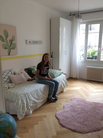 Charming room (women only) in chic appartment