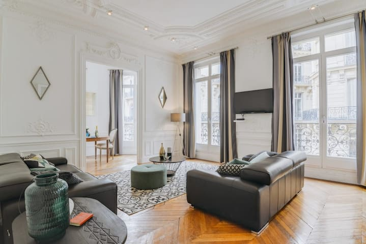 Stunning 3BR by the Champs-Elysees *Sleeps 8