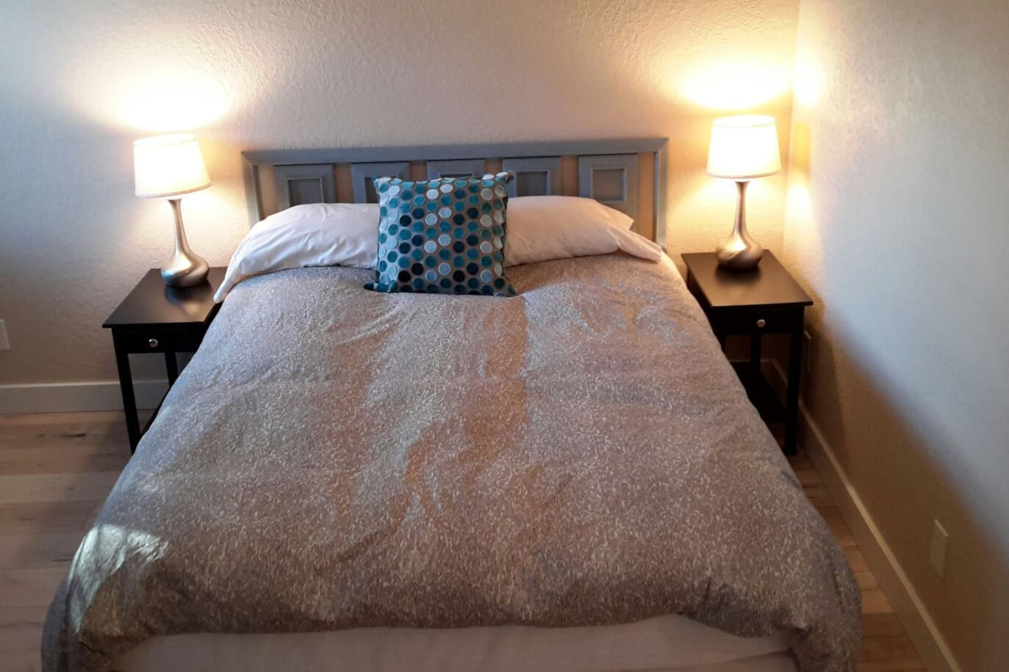 This is a comfortable queen bed, with cotton sheets.