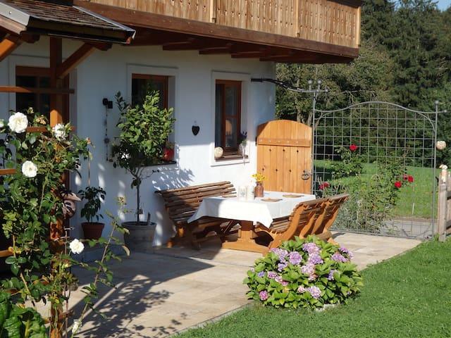 Helle Ferienwohnung auf dem Woifn-Hof - Taching am See - Semesterboende