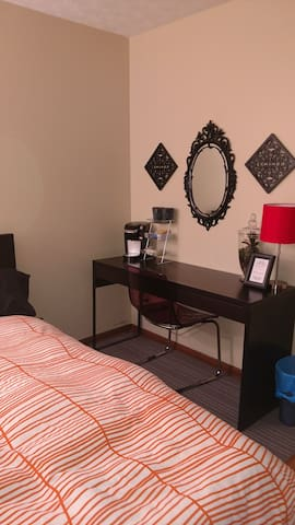 Comfortable private guest room close to everything - Columbus