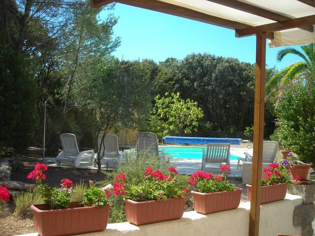 Superbe villa, piscine, terrain arboré. Zen, calme