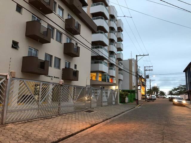 Apartamento a 70 metros da Praia Grande em Ubatuba