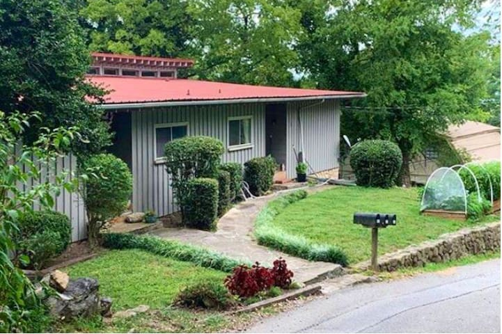1950s Bungalow 5 min from downtown-Private Rm