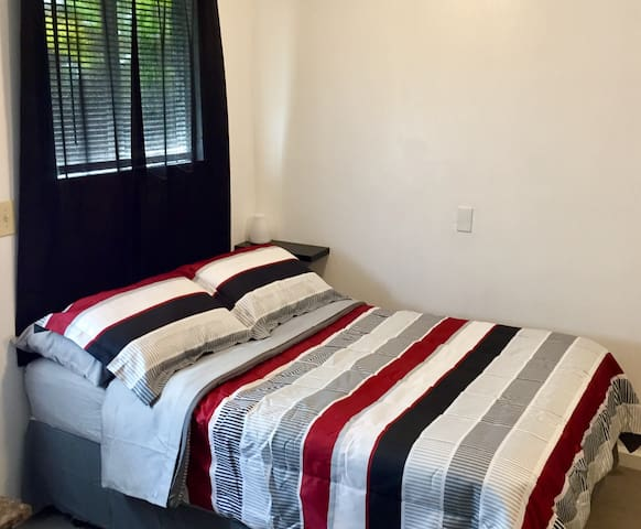 Very Clean Private Bedroom & Bathroom in Wailuku