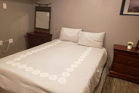 Cozy Private Bedroom Close Downtown & Time Square.