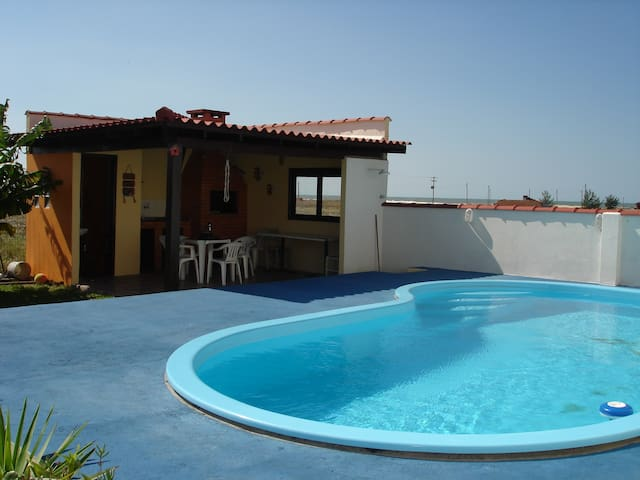 capão da canoa, casa com piscina, 150m do mar