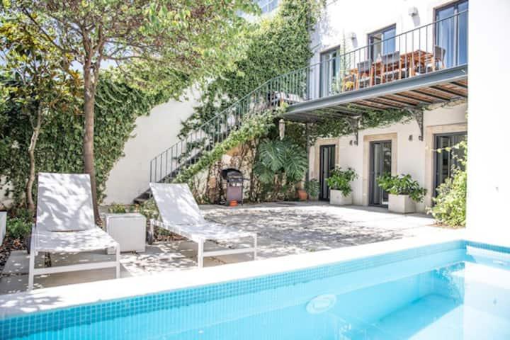 Luxury villa with private swimming pool & garden