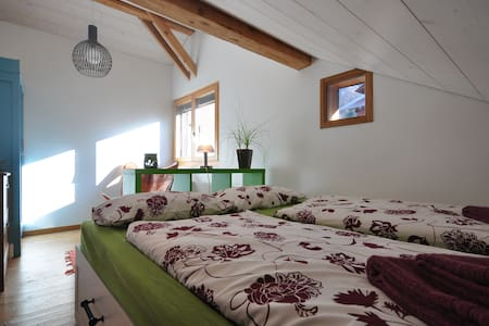 Whole chalet, 7 beds.Mountain views - Bönigen