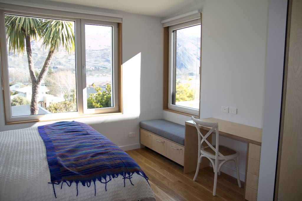 Master bedroom - view to the lake