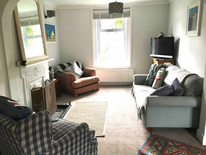 Whole house Lymington cottage sleeps 4