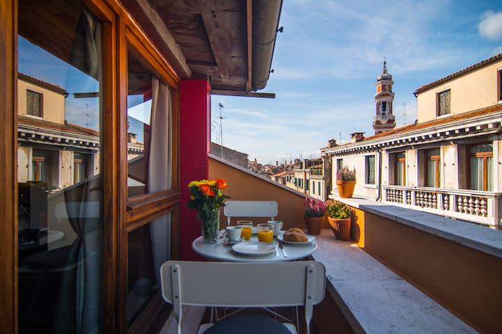 Loft Blenner, central Venice,  terrace on canal