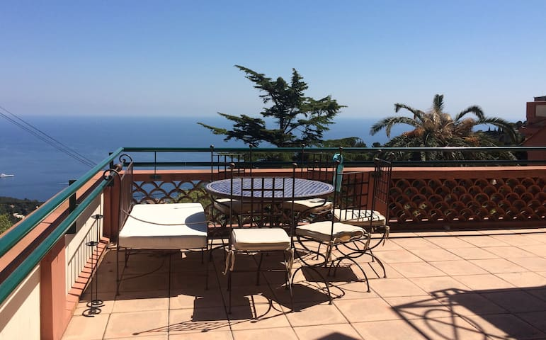 Vue mer/piscine/face à Monaco - La Turbie - Appartement en résidence
