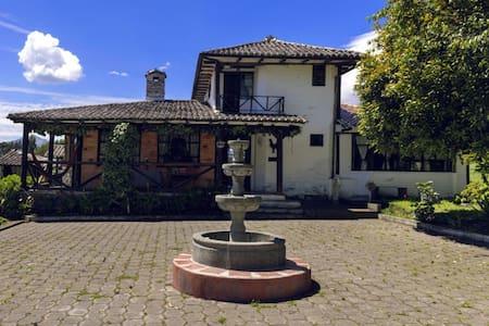 Hacienda en los Andes