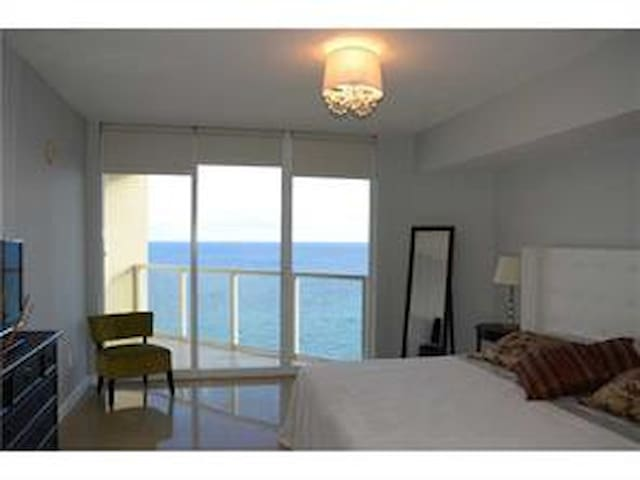 *LUXURY LAPERLA*2/2*KING BEDROOM*OCEANFRONT*