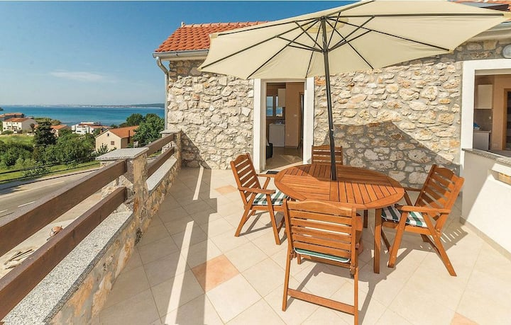 Studio Stone house, 100m from city center, seaside in Banj, Outdoor pool, Balcony
